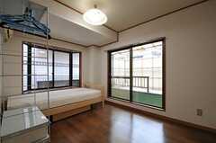 専有部の様子。階段正面にある、専用バルコニー付きの専有部です。(202号室)(2012-02-14,専有部,ROOM,2F)