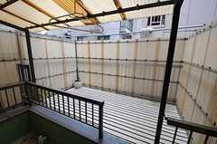 バルコニーの広さは6畳です。物干しも可能。(202号室)(2012-02-14,専有部,ROOM,2F)