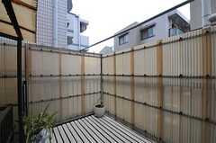 バルコニーの様子2。ガーデニングも楽しめそうです。(202号室)(2012-02-14,専有部,ROOM,2F)