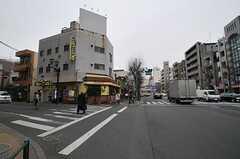 環八通りと青梅街道の交差点。青梅街道沿いにシェアハウスがあります。(2012-02-14,共用部,ENVIRONMENT,1F)