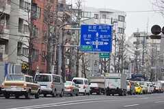 青梅街道は幹線道路なので、夜でも一定の交通量があります。(2012-02-14,共用部,ENVIRONMENT,1F)