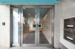 シェアハウスの正面玄関。(2010-03-01,周辺環境,ENTRANCE,1F)