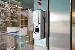玄関の鍵は指紋認証式のオートロック。(2010-03-01,共用部,OTHER,1F)