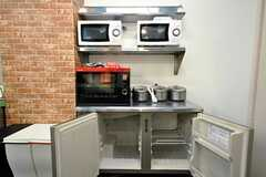 冷凍庫の上には、ヘルシオもあります。(2010-03-01,共用部,KITCHEN,1F)