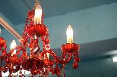 シャンデリアはチェコ製との事。(2010-03-01,共用部,LIVINGROOM,1F)