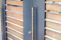玄関は大きな引き戸ですが、スムーズに開きます。(2013-12-13,周辺環境,ENTRANCE,1F)