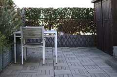 テーブルとチェアが用意されています。(2013-12-13,共用部,OTHER,3F)