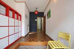 正面玄関から見た内部の様子。左手に靴箱があります。(2012-06-04,周辺環境,ENTRANCE,1F)