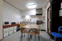 ダイニングとキッチンの様子。(2012-06-04,共用部,LIVINGROOM,1F)