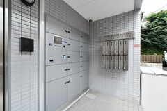 集合ポストと宅配ボックスが設置されています。(2017-08-07,周辺環境,ENTRANCE,1F)