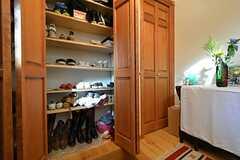 靴箱の様子2。ブーツも置けます。(2015-08-11,周辺環境,ENTRANCE,1F)