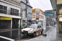京王線八幡山駅からシェアハウスへ向かう道の様子。(2009-08-31,共用部,ENVIRONMENT,1F)