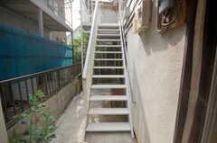 階段の様子。(1階から2階)(2008-08-13,共用部,OTHER,1F)