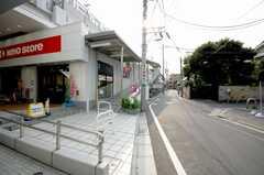 京王線八幡山駅からシェアハウスへ向かう道の様子。(2008-08-13,共用部,ENVIRONMENT,1F)