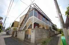 シェアハウス外観。階段の位置がわかりやすい角度から。(2008-07-23,共用部,OTHER,1F)