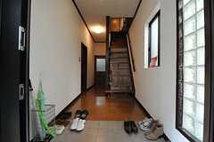 正面玄関から見た内部の様子。(A棟)(2013-10-07,周辺環境,ENTRANCE,1F)