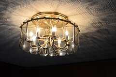 レトロで味わいある照明です。(A棟)(2013-10-07,共用部,LIVINGROOM,1F)