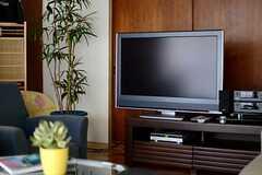 共用TVの様子。(A棟)(2013-10-07,共用部,TV,1F)