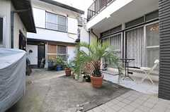 205、206号室は正面奥のB棟の2Fです。B棟の入居者もA棟の共用部を利用できます。(2013-10-07,共用部,OTHER,1F)