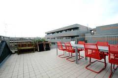 屋上の様子2。晴れた日は読書などもできそうです。(2013-07-05,共用部,OTHER,3F)