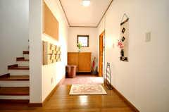 内部から見た玄関周りの様子。(2010-03-29,周辺環境,ENTRANCE,1F)