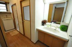 ランドリー、脱衣室、洗面台の様子。(2010-03-29,共用部,LAUNDRY,1F)