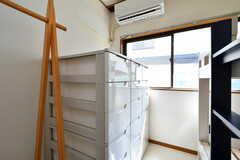 部屋ごとに1列使える収納ケース。(201号室)(2020-08-21,専有部,ROOM,2F)