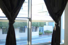 窓の外は道路です。(101号室)(2012-12-24,専有部,ROOM,1F)