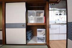 リビングの押入れには、専有部ごとに食材を収納することができます。(2016-06-20,共用部,KITCHEN,1F)