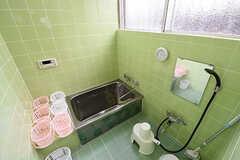バスルームの様子。専有部ごとに洗面用具を収納するカゴが使えます。(2016-06-20,共用部,BATH,1F)