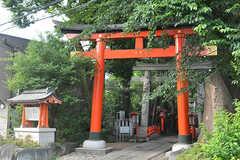 シェアハウス周辺の馬橋稲荷神社の様子。(2016-06-20,共用部,ENVIRONMENT,1F)