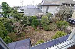 窓から見た庭の景色。(203号室)(2015-03-04,専有部,ROOM,2F)