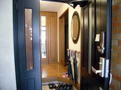 シェアハウスの正面玄関内部の様子。(2007-12-19,周辺環境,ENTRANCE,1F)