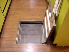 キッチン足元のかくれんぼスペース(2007-12-19,共用部,OTHER,1F)
