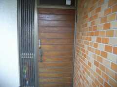 外から見た2Fの入り口(2007-12-19,周辺環境,ENTRANCE,2F)