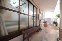 駐輪スペースには、洗濯機と乾燥機が設置されています。(2016-01-14,共用部,LAUNDRY,1F)