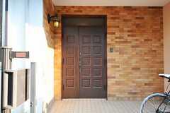 シェアハウスの正面玄関。(2012-05-21,周辺環境,ENTRANCE,1F)