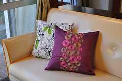 特徴的な刺繍が施されています。(2012-05-21,共用部,LIVINGROOM,1F)