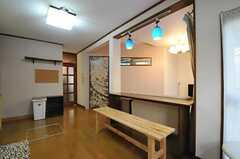 リビング脇にあるカウンターテーブルの様子。(2012-05-21,共用部,LIVINGROOM,1F)