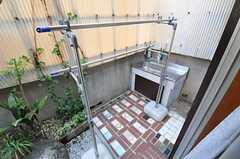 物干しスペースの様子。外にシンクが設置されています。(2012-05-21,共用部,OTHER,1F)