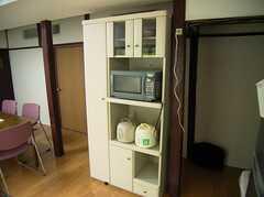 共用キッチン脇の食器棚(2005-07-14,共用部,KITCHEN,1F)