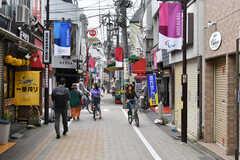 高円寺庚申通り商店街までは徒歩1分です。(2020-05-26,共用部,ENVIRONMENT,1F)