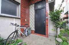 シェアハウスの正面玄関。(2013-10-01,周辺環境,ENTRANCE,1F)