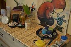 小物もいろいろ飾られています。(102号室)※備品は入居者さんの私物です。(2013-10-01,専有部,ROOM,1F)