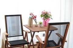 ちょっとしたカフェテーブルも。(2014-05-12,共用部,LIVINGROOM,2F)