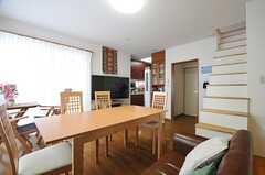 正面奥にキッチンが有ります。(2014-05-12,共用部,LIVINGROOM,2F)