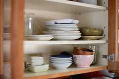 食器棚の様子。(2014-05-12,共用部,KITCHEN,2F)