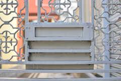 門扉に共用の郵便受けが設置されています。(2019-01-18,周辺環境,ENTRANCE,1F)
