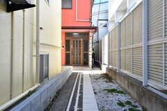突き当りがシェアハウスの玄関ドアです。(2019-01-18,周辺環境,ENTRANCE,1F)