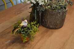 ダイニングテーブルには小鳥。(2015-08-03,共用部,LIVINGROOM,1F)